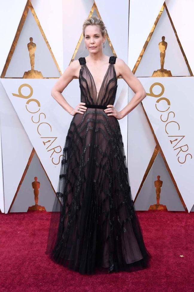 Leslie Bibb wearing J Mendel 2018 Oscars